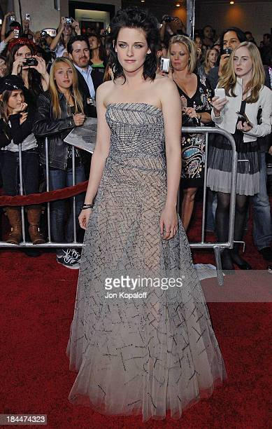 """Actress Kristen Stewart arrives at the Los Angeles Premiere jk""""The Twilight Saga: New Moon"""" at Mann Bruin Theatre on November 16, 2009 in Westwood,..."""