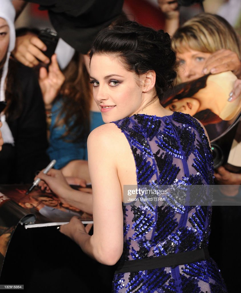 "Premiere Of Summit Entertainment's ""The Twilight Saga: Breaking Dawn - Part 1"" - Arrivals : News Photo"