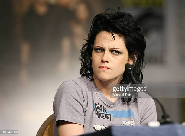 Actress Kristen Stewart attends the 2009 ComicCon Twilight New Moon press conference held at the Hilton San Diego Bayfront Hotel on July 23 2009 in...