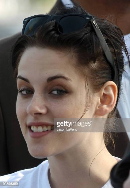 Actress Kristen Stewart attends the Juvenile Diabetes Research Foundation's annual 'Walk To Cure Diabetes' at Dodger Stadium on November 8 2009 in...