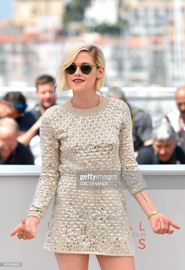 US actress Kristen Stewart poses on May 17, 2016 during a photocall for the film 'Personal Shopper' at the 69th Cannes Film Festival in Cannes, southern France. / AFP / LOIC