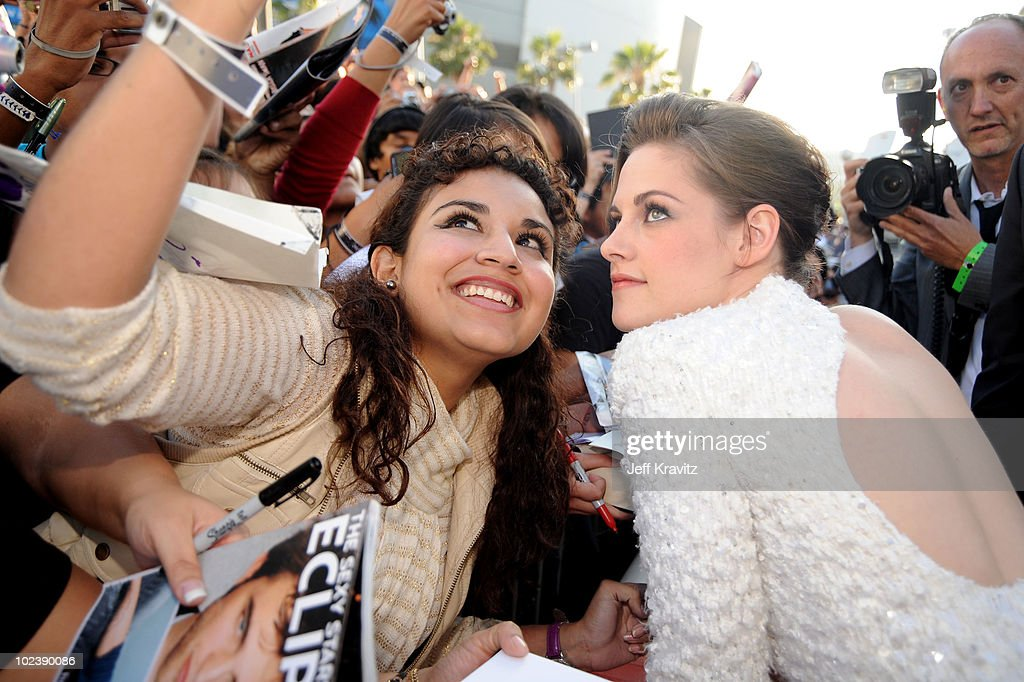"""The Twilight Saga: Eclipse"" - Los Angeles Premiere - Red Carpet : News Photo"
