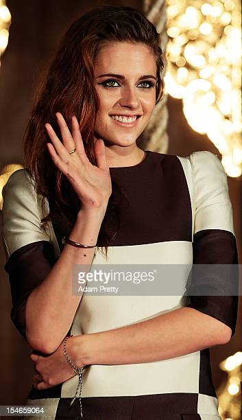 Actress Kristen Stewart waves to fans while promoting 'The Twilight Saga Breaking Dawn Part 2' at Kumamo Shrine on October 24 2012 in Tokyo Japan The...