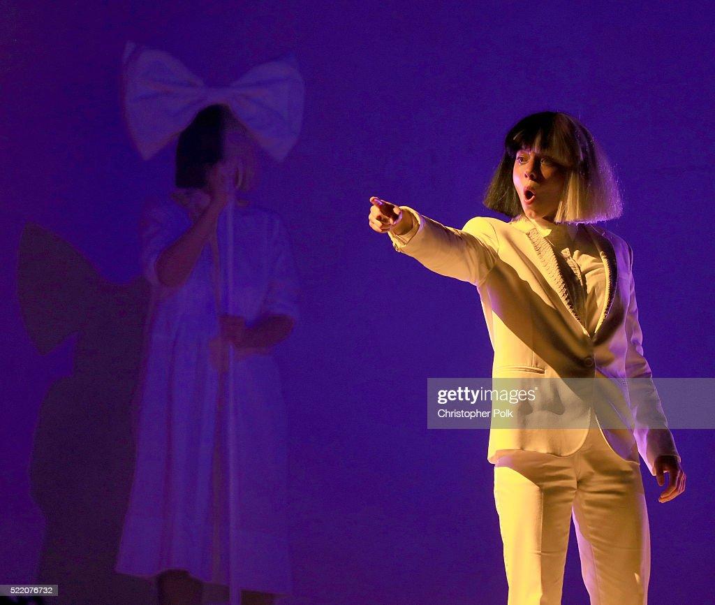 2016 Coachella Valley Music And Arts Festival - Weekend 1 - Day 3 : Nachrichtenfoto