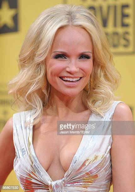 Actress Kristin Chenoweth arrives at the 15th annual Critics' Choice Movie Awards held at the Hollywood Palladium on January 15, 2010 in Hollywood,...