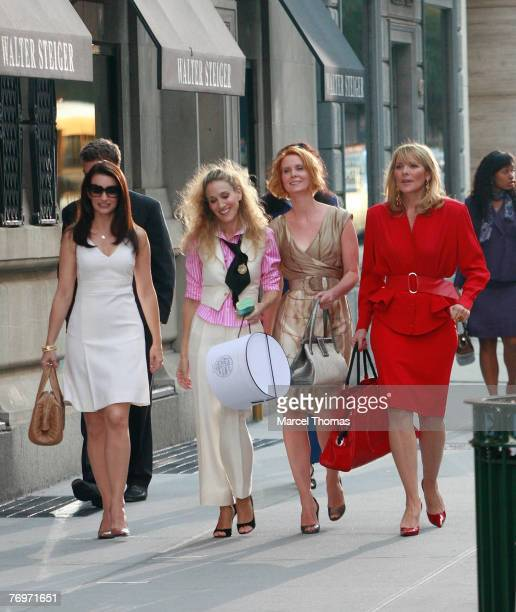 Actress Kristin Davis actress Sarah Jessica Parker actress Cynthia Nixon and actress Kim Cattrall on the set of Sex and the City The Movie in Midtown...