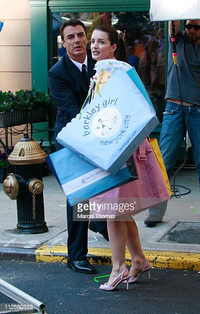 """Actress Kristin Davis and actor Chris Noth film a scene for """"Sex and the City: The Movie"""" on the upper eastside September 20, 2007 in New York City."""