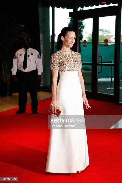 Actress Kristin Davis arrives at the White House Correspondents' Association dinner on May 1 2010 in Washington DC The annual dinner featured...