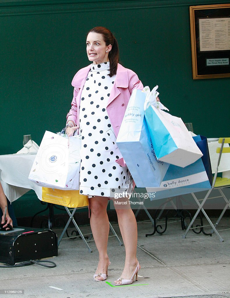 Actress Kristin Davis films a scene for 'Sex and the City: The Movie' on the upper eastside September 20, 2007 in New York City.