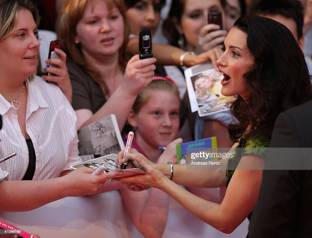 Actress Kristin Davis signs autographs on her arrival at the German premiere of 'Sex And The City' at the cinestar on May 15, 2008 in Berlin, Germany.