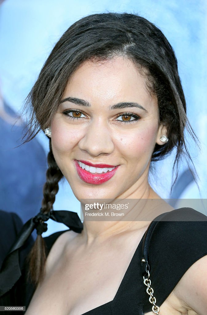 "Premiere Of Universal Pictures' ""The Huntsman: Winter's War"" - Arrivals : Foto jornalística"