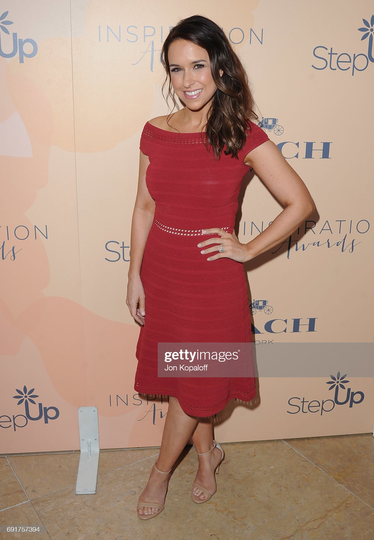 DEBATE sobre guapura de famosos y famosas - Página 3 Actress-lacey-chabert-arrives-at-the-14th-annual-inspiration-awards-picture-id691757394?s=2048x2048