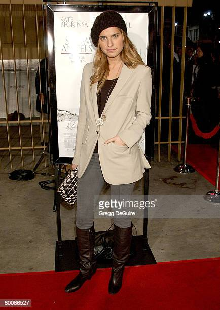 """Actress Lake Bell arrives at the """"Snow Angels"""" premiere at The Egyptian Theater on February 28, 2008 in Hollywood, California."""