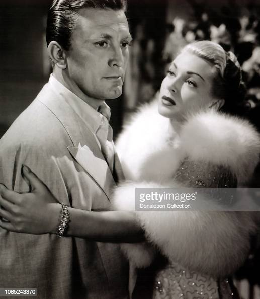 El gran post del cine clásico....que no caiga en el olvido - Página 3 Actress-lana-turner-and-kirk-douglas-in-a-scene-from-the-movie-the-picture-id1065243370?s=594x594