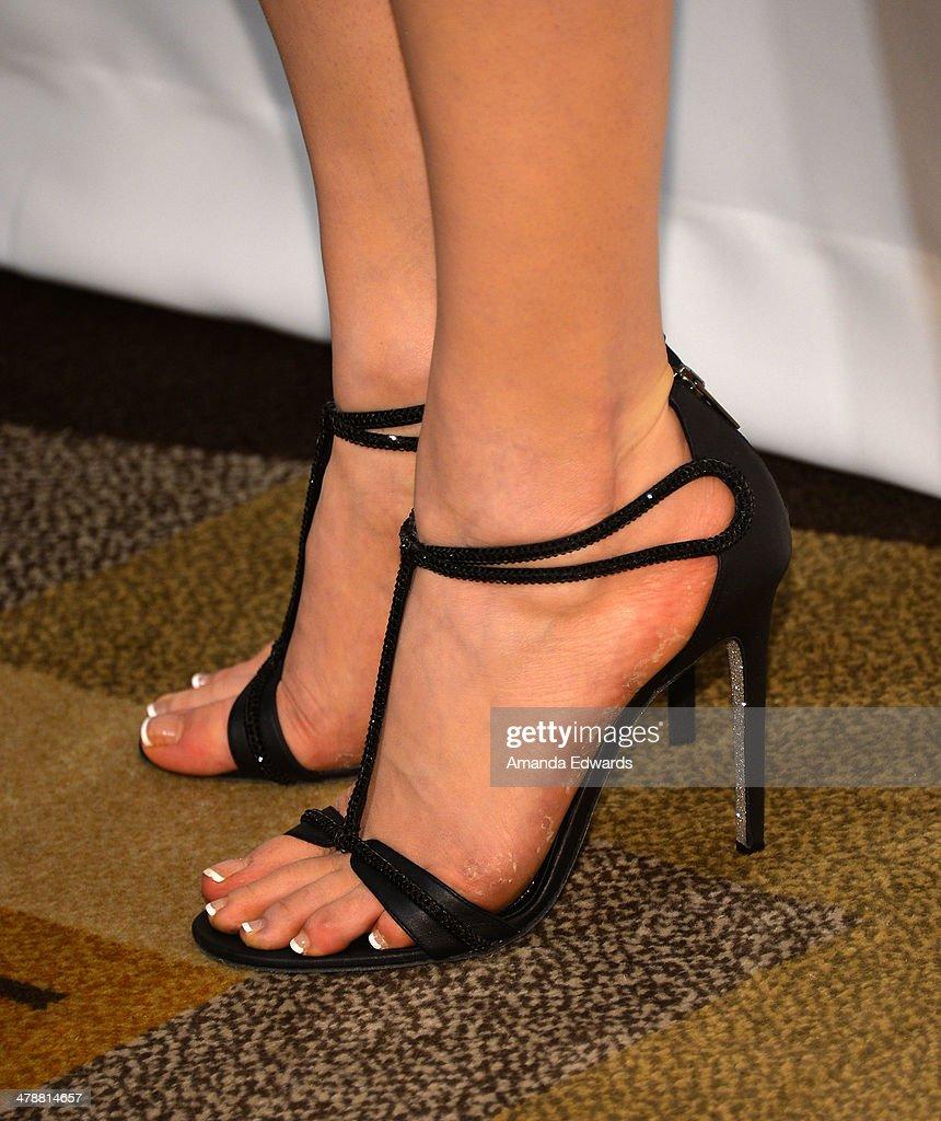 Laura Prepon Feet
