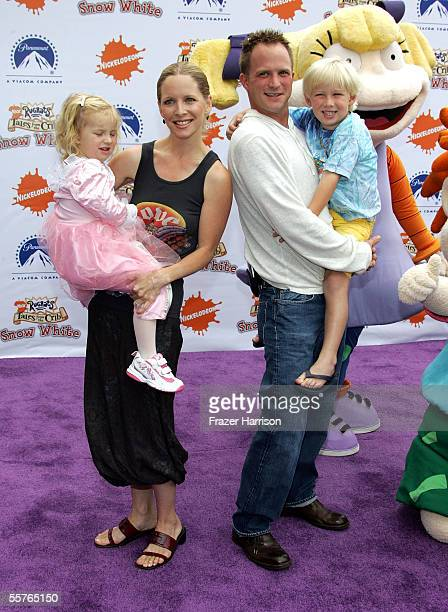 Actress Lauralee Bell poses with her daughter Samantha Lee, husband Scott Martin and son Christian James Martin at the Nickelodeon Presents...