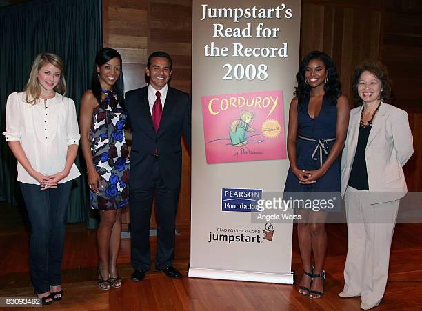 Actress Lauren Bosworth Shaun Robinson Mayor Antonio Villaraigosa actress Gabrielle Union and city librarian Kristina Morita attend JumpStart's Read...