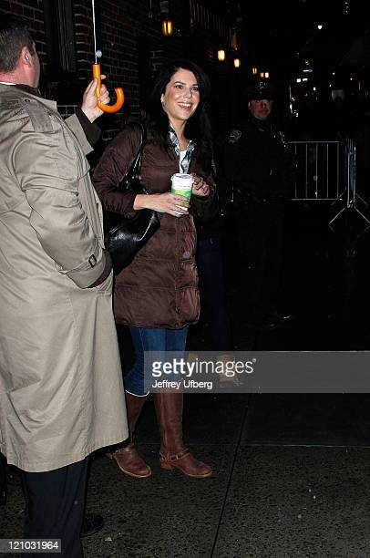 Actress Lauren Graham visits 'Late Show with David Letterman' at the Ed Sullivan Theater January 28 2009 in New York City
