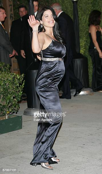 Actress Lauren Snchez arrives at the Vanity Fair Oscar Party at Mortons on March 5 2006 in West Hollywood California
