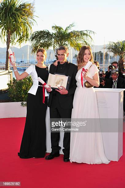 Actress Lea Seydoux Director Abdellatif Kechiche and Adele Exarchopoulos pose with the 'Palme d'Or' for 'La Vie D'adele' at the Palme D'Or Winners...