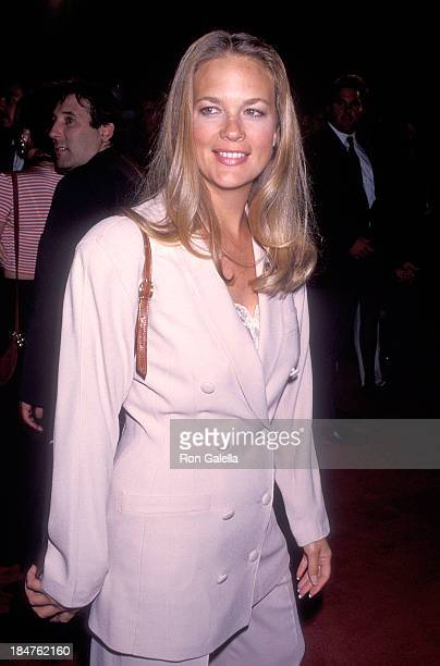 Actress Leann Hunley attends the 'True Romance' Hollywood Premiere on September 8 1993 at the Mann's Chinese Theatre in Hollywood California