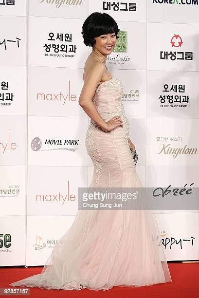 Actress Lee Mary arrives at the 46th Daejong Film Awards at Olympic Hall on November 6 2009 in Seoul South Korea