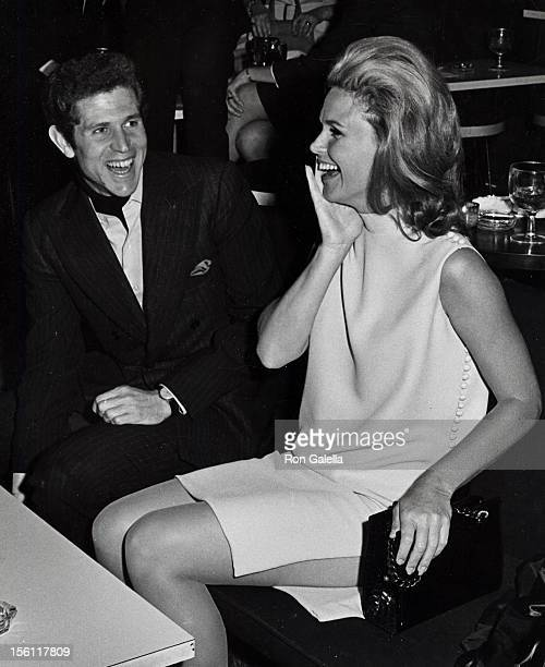 Actress Lee Remick and actor Tony Roberts attending 'Eugene McCarthy Campaign Fundraiser' on April 1 1968 at Arthur's Restaurant in New York City New...
