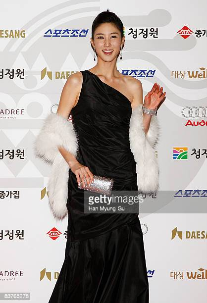 Actress Lee SuKyung poses on the red carpet of the 29th Blue Dragon Film Awards at KBS Hall on November 20 2008 in Seoul South Korea