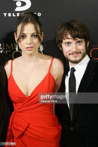 Actress Leonor Watling and actor Elijah Wood attend the 'The Oxford Murders' premiere at Cine Palacio de la Musica January 17 2008 in Madrid Spain