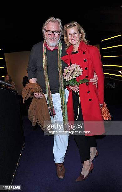 Actress Leslie Malton and her husband Felix von Manteuffel attend the premiere of the movie '3 Zimmer, Kueche, Bad' at 'Kulturbrauerei' on October 3,...