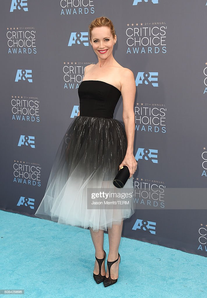 Actress Leslie Mann attends the 21st Annual Critics' Choice Awards at Barker Hangar on January 17, 2016 in Santa Monica, California.
