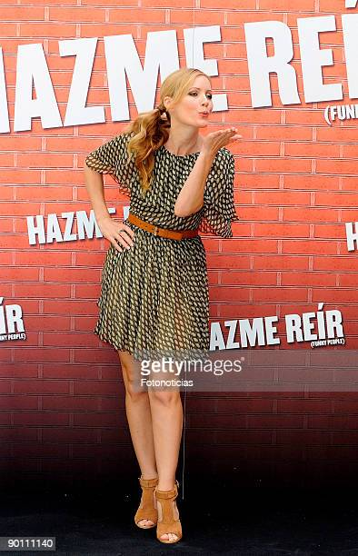 """Actress Leslie Mann attends the """"Funny People"""" photocall at Villa Magna Hotel on August 27, 2009 in Madrid, Spain."""