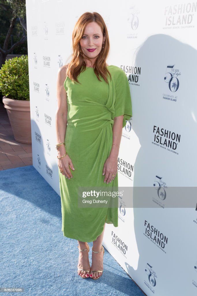 Los Angeles Confidential Celebrates Fashion Island's 50th Anniversary With Summer Cover Star Leslie Mann : News Photo