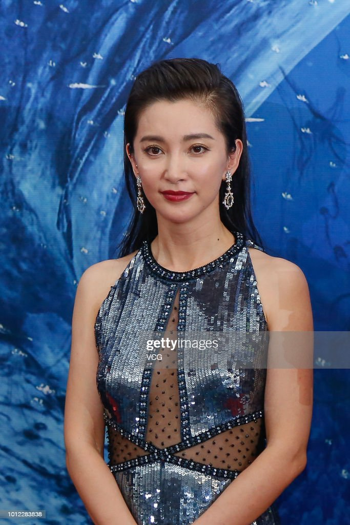 Actress Li Bingbing Attends The Premiere Of Film  U0026 39 The Meg