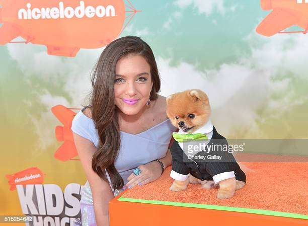 Actress Lilimar Hernandez and Jiffpom attend Nickelodeon's 2016 Kids' Choice Awards at The Forum on March 12 2016 in Inglewood California