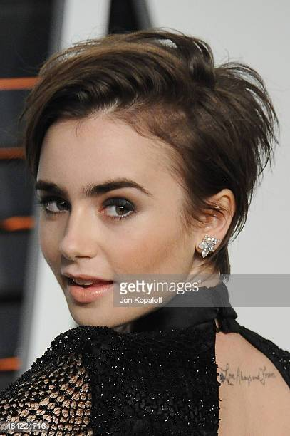 Actress Lily Collins attends the 2015 Vanity Fair Oscar Party hosted by Graydon Carter at Wallis Annenberg Center for the Performing Arts on February...