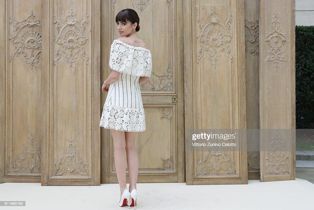Valentino  : Outside Photocall - Paris Fashion Week Womenswear Spring/Summer 2017 : News Photo