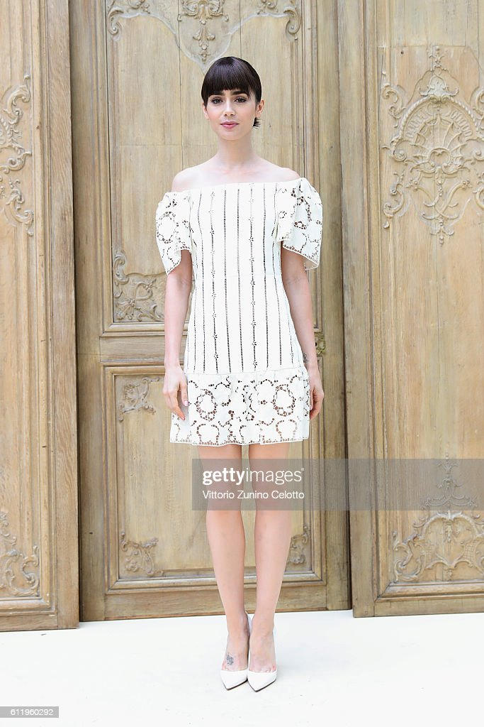Valentino  : Outside Photocall - Paris Fashion Week Womenswear Spring/Summer 2017 : News Photo