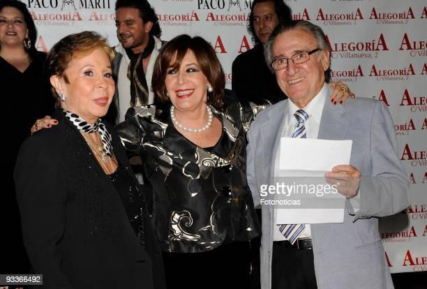 Actress Lina Morgan actress Concha Velasco and singer Manolo Escobar attend Concha Velasco 70th birthday party at Alegoria Club on November 24 2009...