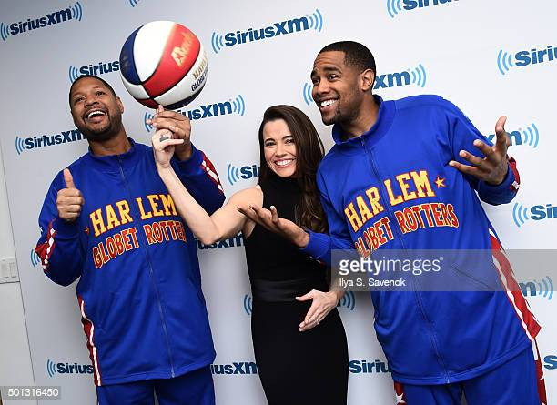 Actress Linda Cardellini poses with members of the Harlem Globetrotters at the SiriusXM Studios on December 14 2015 in New York City