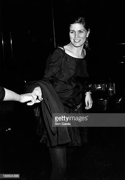 Actress Linda Fiorentino and sister attend the premiere party for Sex Lies And Videotape on August 1 1989 at MK Club in New York City