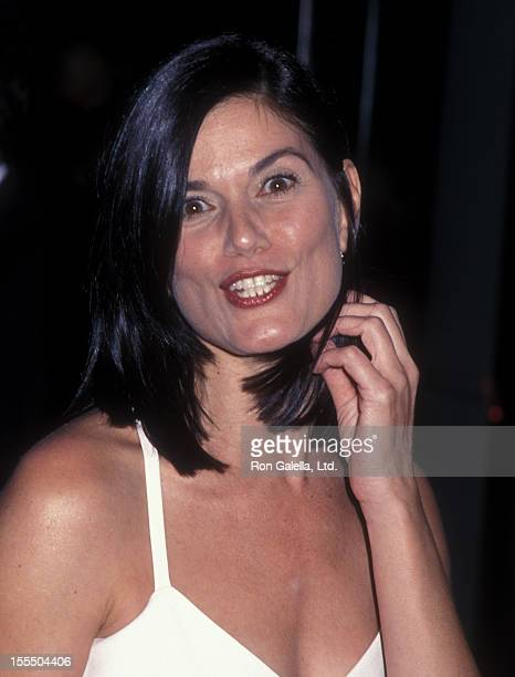 Actress Linda Fiorentino attends 15th Annual American Cinematheque Awards Honoring Bruce Willis on September 23 2000 at the Beverly Hilton Hotel in...