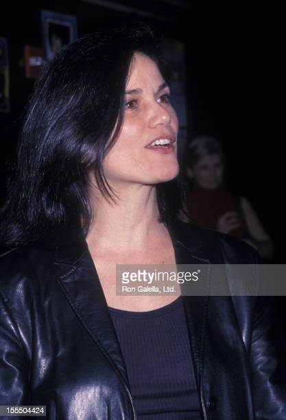 Actress Linda Fiorentino attends the Ivan Neville Opening on January 29 2002 at BB King's Blues Club in New York City