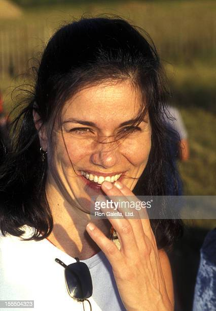 Actress Linda Fiorentino attends the premiere of Men In Black on June 29 1997 at the United Artists Theater in East Hampton New York
