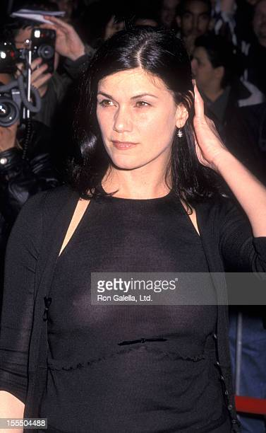 Actress Linda Fiorentino attends the premiere of Where The Money Is on April 3 2000 at Loew's 42nd Street East Theater in New York City