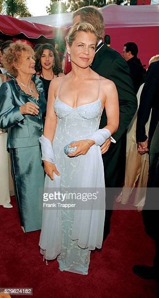 Actress Linda Hamilton arrives at the 1998 Academy Awards This photo appears on page 220 in Frank Trapper's RED CARPET book