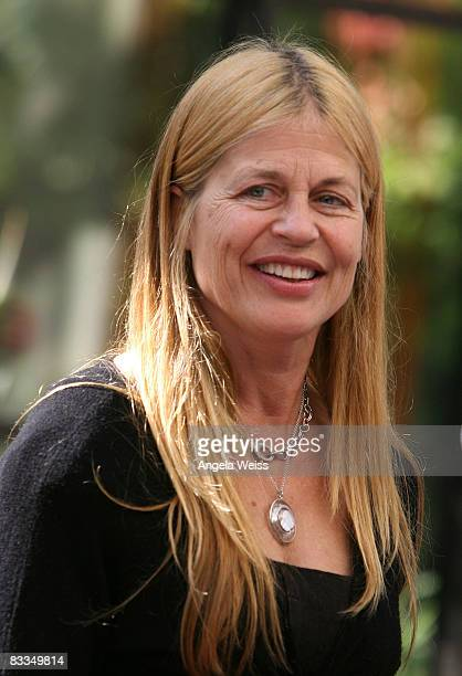 Actress Linda Hamilton attends the 2008 Diamond in the RAW Foundation Stuntwomen's Awards Luncheon at the Mountain Gate Country Club on October 19...