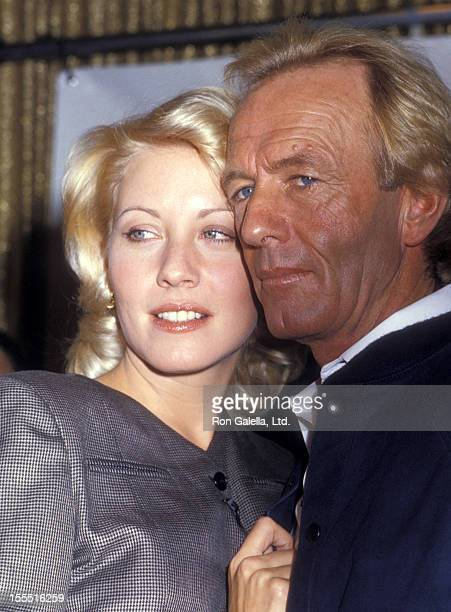 Actress Linda Kozlowski and actor Paul Hogan attend the press conference for Crocodile Dundee II on October 15, 1987 at the Pierre Hotel in New York...