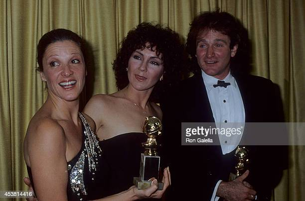 Actress Linda Lavin, actress Joyce DeWitt and actor Robin Williams attend the 36th Annual Golden Globe Awards on January 27, 1979 at the Beverly...