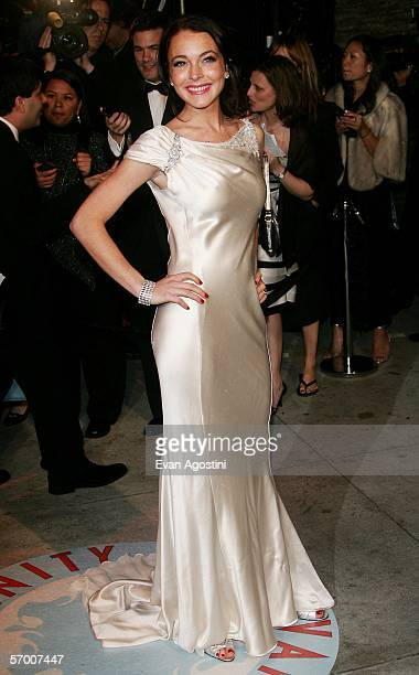 Actress Lindsay Lohan arrives at the Vanity Fair Oscar Party at Mortons on March 5, 2006 in West Hollywood, California.